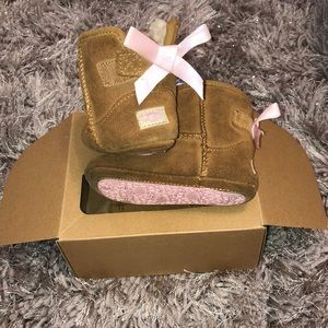 309eac98833 Infant/toddler UGG Jesse bow boots size 4/5